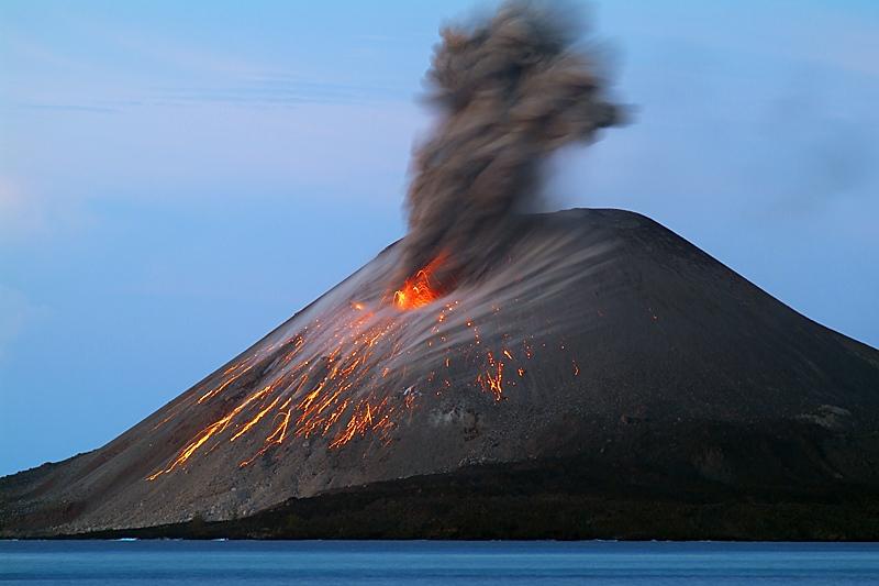 Stromboli, tra acqua e fuoco